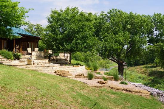 Bella Vista Bed and Breakfast on Lake Travis: Patio off the back is awesome!