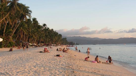 Ocean Breeze Inn Boracay: Sonnenuntergang am Strand