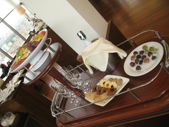Holiday Inn Moscow Sokolniki: breakfast in lounge