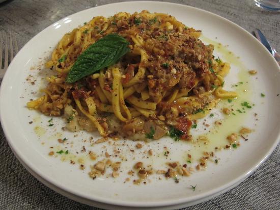 Scicli, Italien: Pasta ai Tre Colli: tagliatelline con funghi porcini, pomodori secchi a pezzetti, vellutata di f