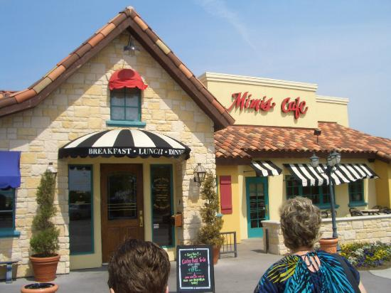 Mimi's Cafe: Pleasant to the eye outside and inside as well.