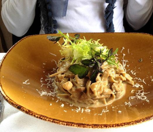 Mamma Maria: Wild mushroom pasta