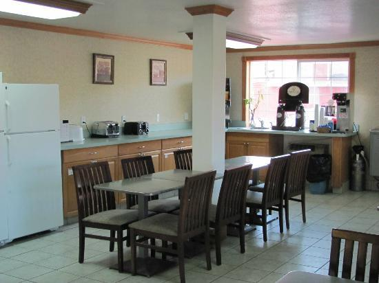 Days Inn Yakima: Dining for continental breakfast