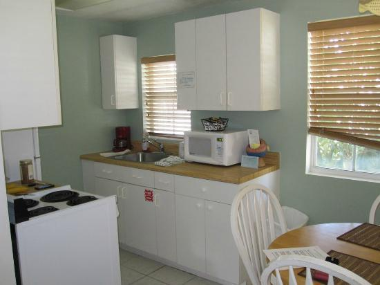 River Palms Cottages and Fish Camp: Kitchen