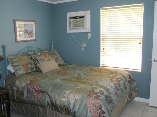 River Palms Cottages and Fish Camp: Bedroom