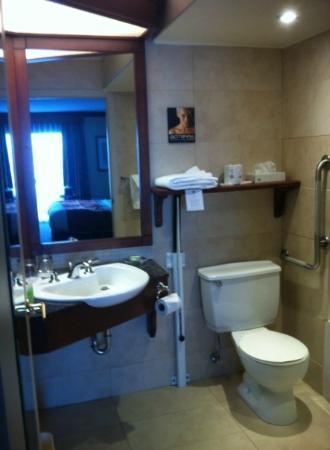 Best Western Plus Hotel Universel Drummondville: Bathroom