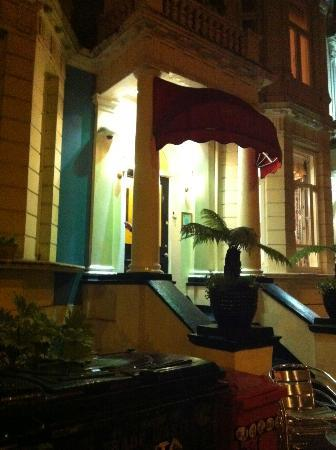 Her Majesty Hotel: Esterno
