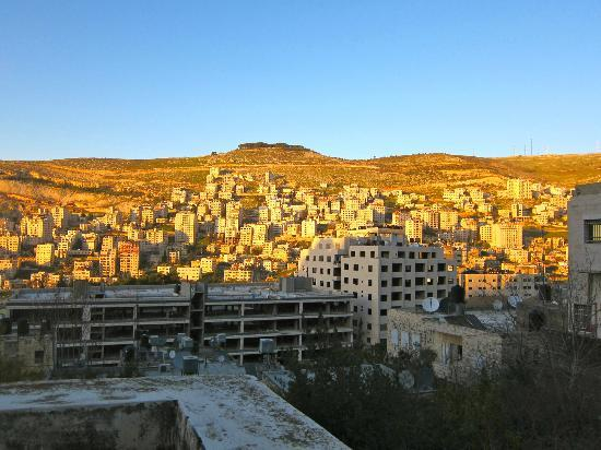 International Friends Guest House : view of Nablus from the guest house entrance