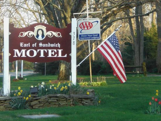 Earl of Sandwich Motel: Motel sign