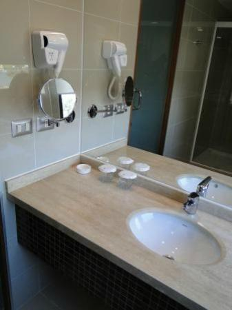 Hotel Manquehue Puerto Montt: Baño