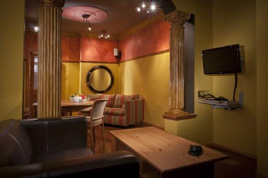 A la Carte Bed & Breakfast: A la Carte B&B - apartment living room and dining room