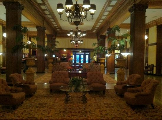 Marcus Whitman Hotel & Conference Center: The lobby