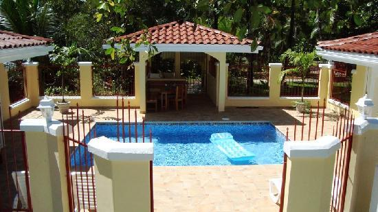 Villa Paraiso: Private pool on the beach!