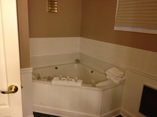 County Clare Pub and Restaurant: Jacuzzi tub