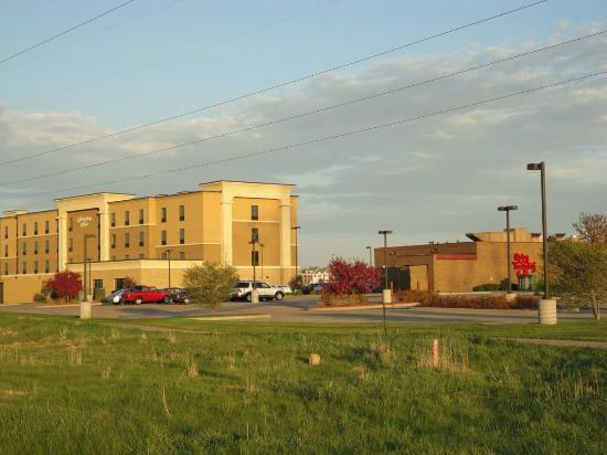 Hampton Inn Minneapolis/Shakopee: Ruby Tuesdays was right next door!