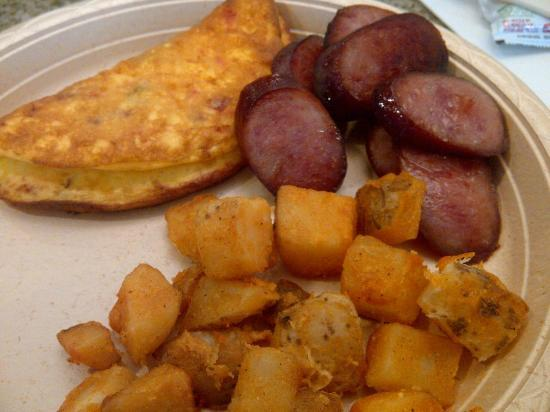 Hampton Inn Minneapolis/Shakopee: Free breakfast.  YUM!  Loved the western omelet!