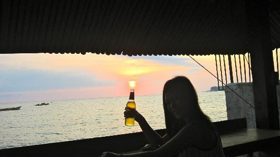 San Fernando La Union, Filippine: Enjoying an ice cold beer