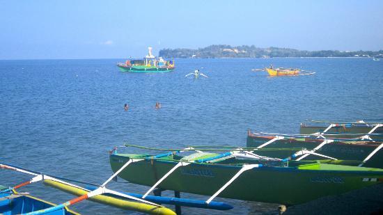 Bauang Beach: Warm, sunny day