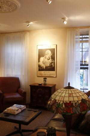 Greenwich Village Habitue: Lounge