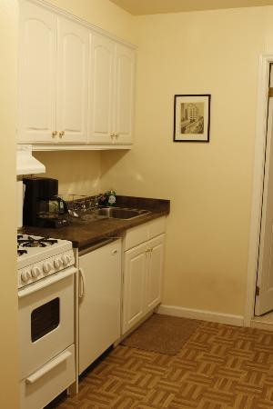Greenwich Village Habitue: Neat kitchen and wardrobe space