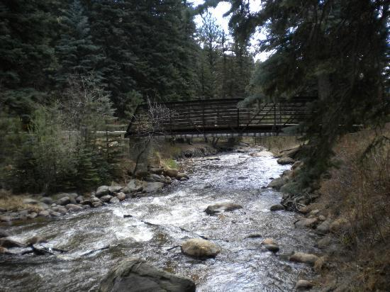 Estes Park Condos: The river near the condo!