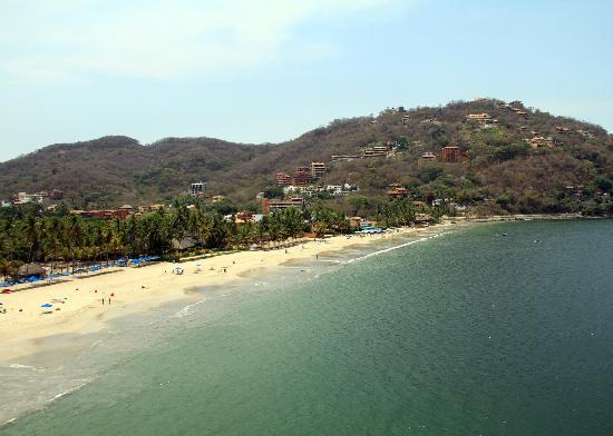 Villa Carolina Hotel: Playa La Ropa from the Parasail