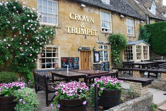 ‪The Crown and Trumpet Inn‬
