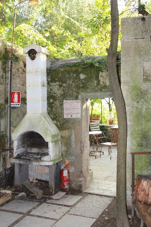 Camping Castel San Pietro: grill ogólnodostępny