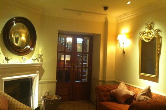 Durrants Hotel: guest lounge - perfect private space for afternoon tea