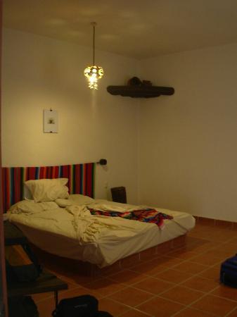 Lo Nuestro Petite Hotel: Nice big bed.