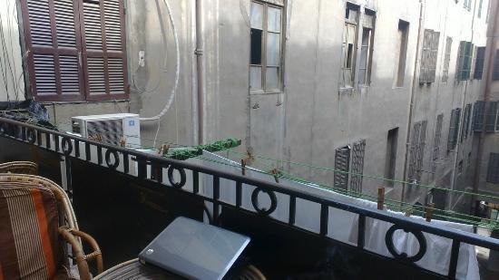 Hola Cairo Hostel: balcony