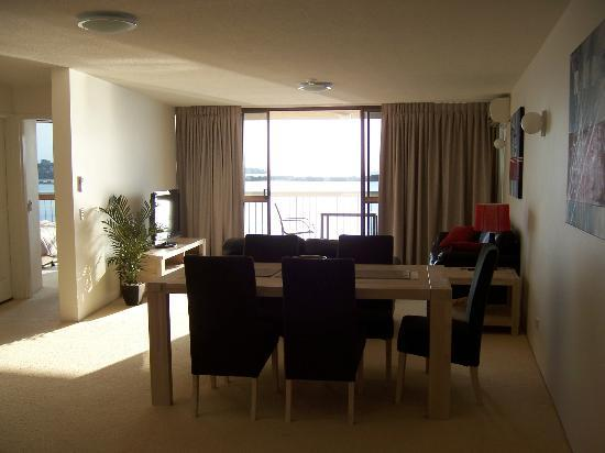 Gemini Resort: Dining room, lounge and balcony