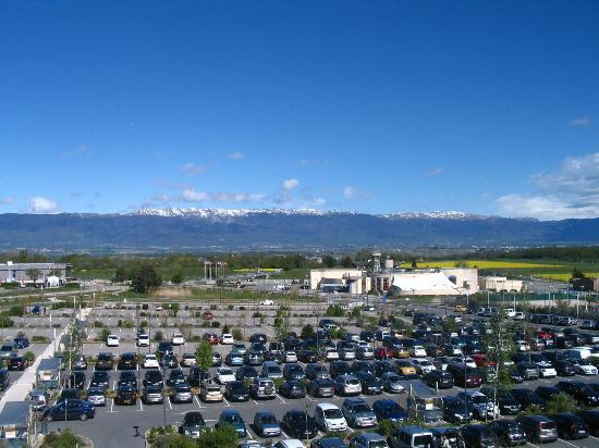 Vu sur parking et sur le jura photo de ibis styles saint julien en genevois vitam neydens - Garage st julien en genevois ...