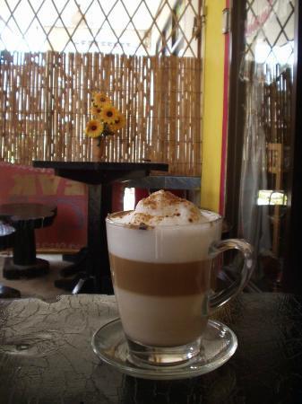 Peak Cafe: Great location