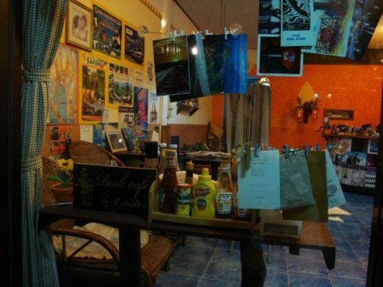 Peak Cafe: Also travel agency