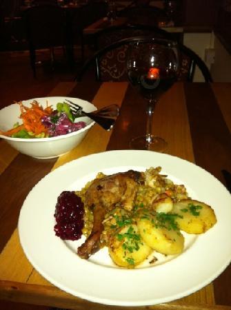 Flynn's Restaurant: Duck Confit accompanied by salad