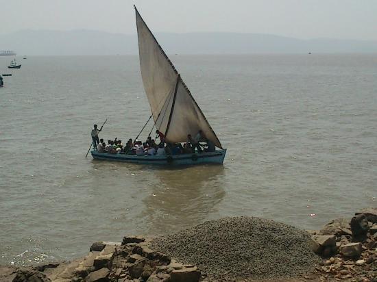 Janjira (Kasa) Fort: The sail boat (ferry) to Janjira Fort