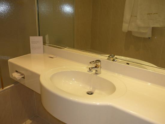 Hotel Amadeus: Spotless sink