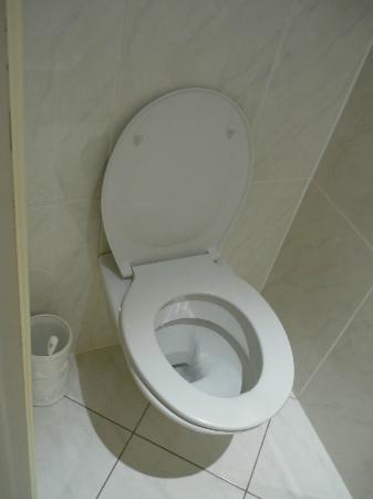 โรงแรมอามาเดอุส: Spotless WC