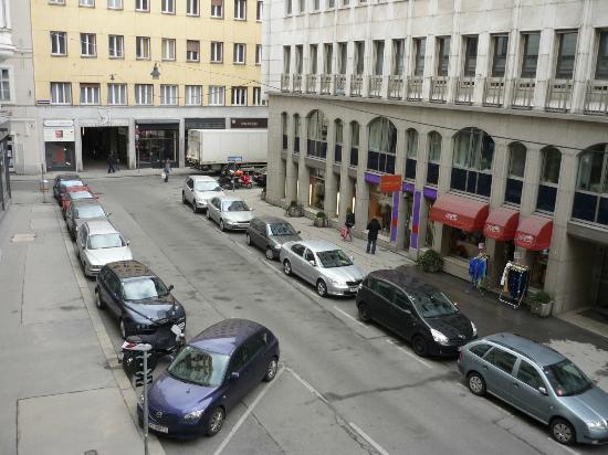 Hotel Amadeus: Wildpretmarkt street