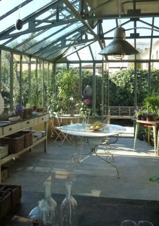 Les Hamaques: Invernadero. El lugar ideal para desayunos y cenas con velas