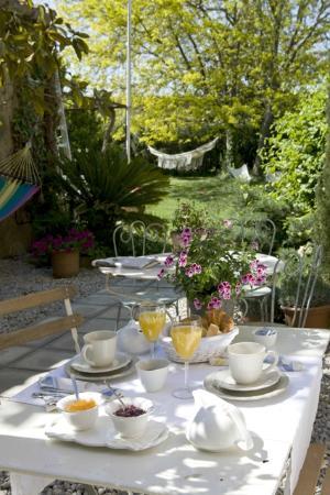 Les Hamaques: Desayunos en el patio