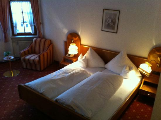 Hotel-Restaurant Hirsch Berghaupten : Room 15, bed