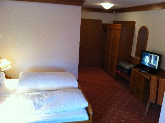 Hotel-Restaurant Hirsch Berghaupten: Room 15, hallway