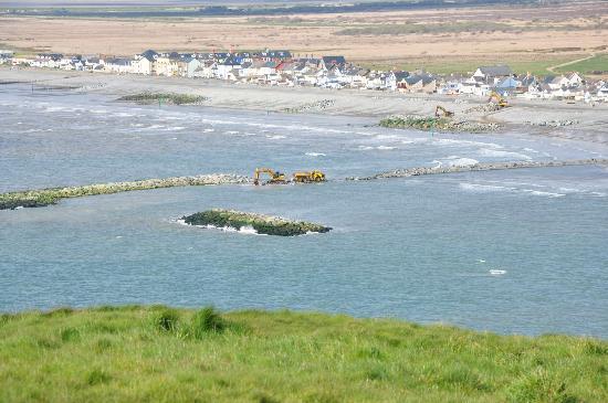 Penycraig Farm Caravan Park: view of borth from monument