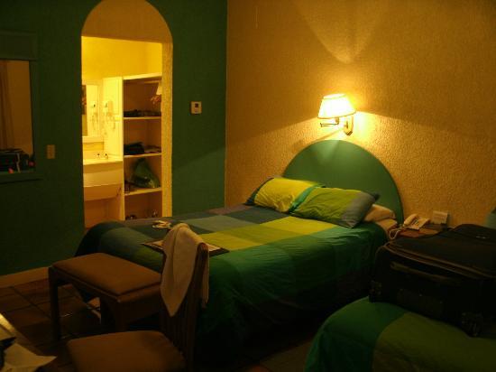 Hotel Marina: camera con vista armadio e lavello