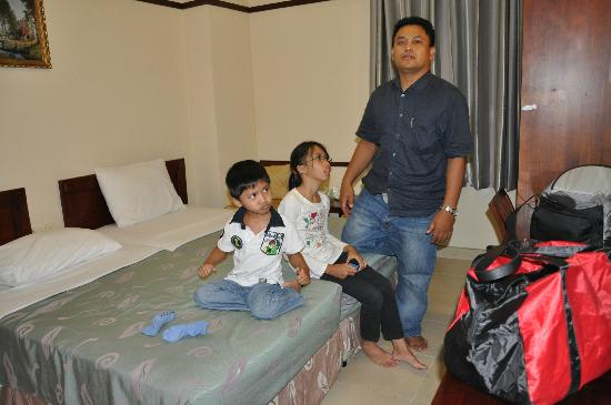 Ngan Ha Hotel: The riny room area