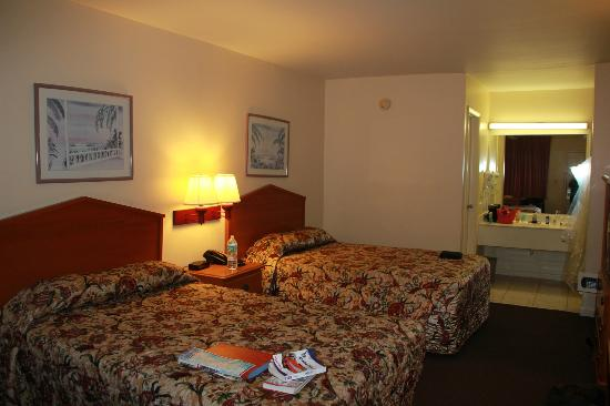 Super 8 Florida City/Homestead: my room