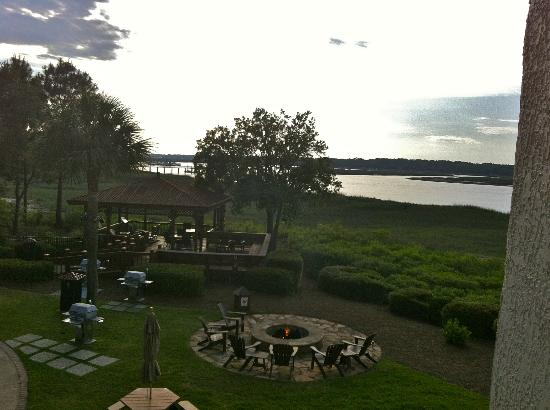 Marriott's Harbour Point and Sunset Pointe at Shelter Cove: BBQ and fire pit.