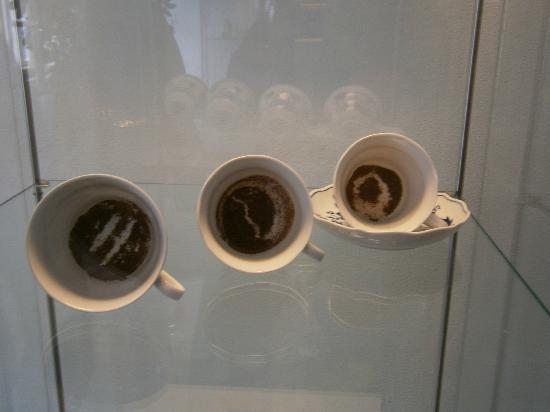 Tassen Lesen : ?briggebliebene tassen vom lesen aus dem kaffeesatz